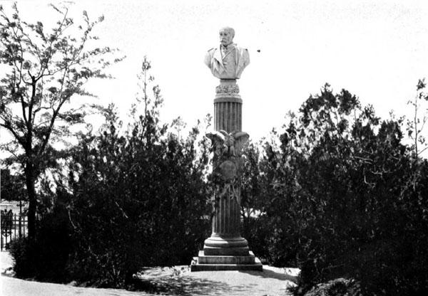 Памятник на могиле генерала Степана Александровича Хрулёва.