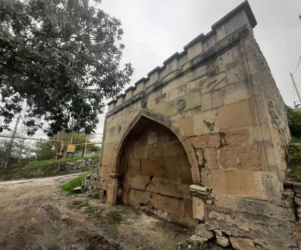 армянский фонтан на карантинной стороне