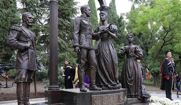 памятник жениху и невесте