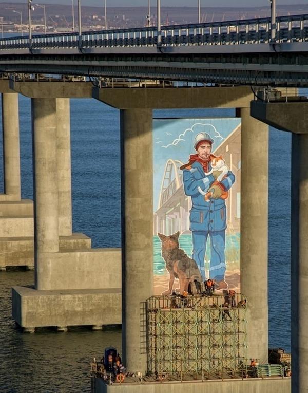 кот-Граффити на Крымском мосту