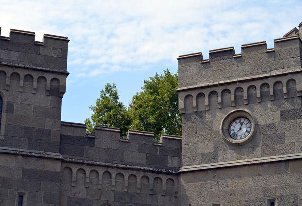 башенные часы-Voroncovskij-dvorec