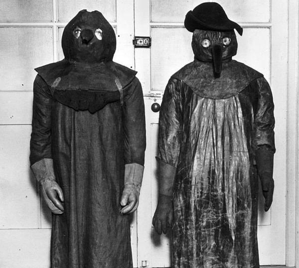 маска-костюм протио чумный 1347 -1351