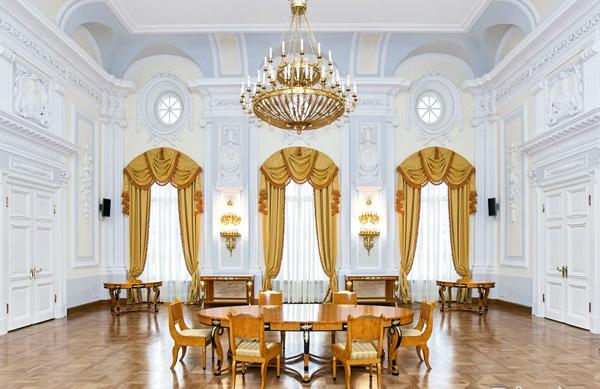 Петровский путевой дворец круглый зал