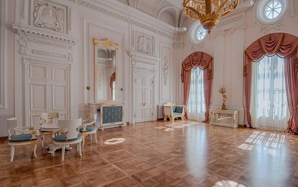 Петровский путевой дворец парк в Москве22