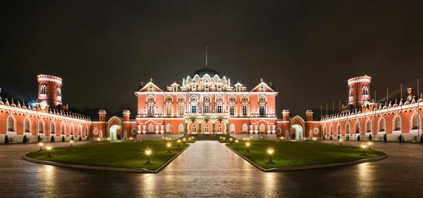 Петровский путевой дворец парк в Москве9