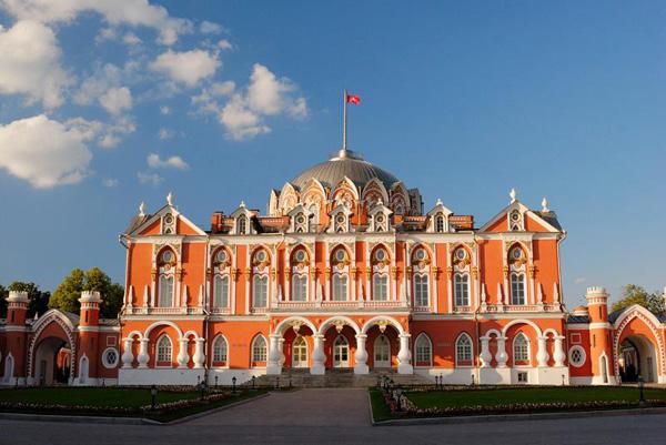 Петровский путевой дворец1