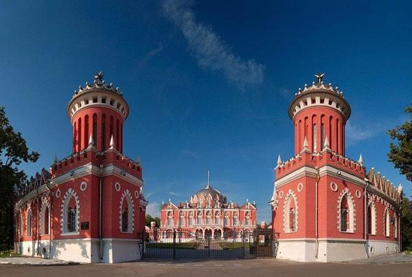 Петровский путевой дворец2