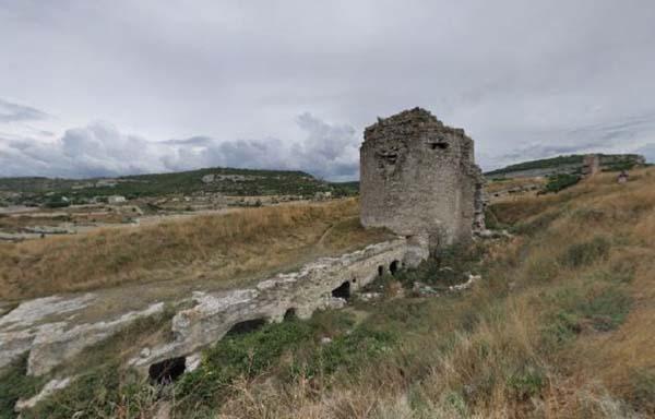 Вторая башня с рвом-дотом