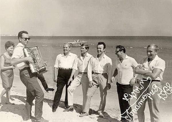 Иосиф Кобзон на Евпаторийском пляже в 1968 г