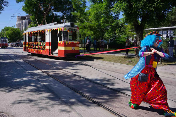 клоун-трамвай