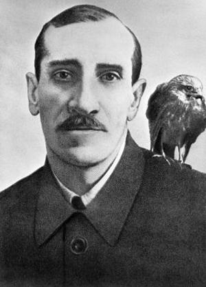 Гуль, любимый ястреб Грина, со своим хозяином (1929 г.).