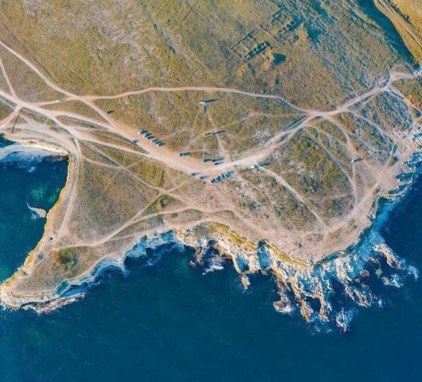 Тарханкут — мыс на западе Крыма,-