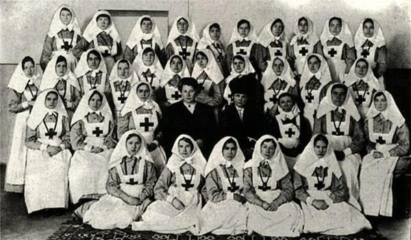 Ялтинские сестры милосердия в лазарете на ЮБК