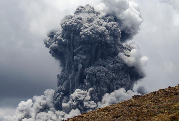 Вулканы-лава-вулканический-пепел
