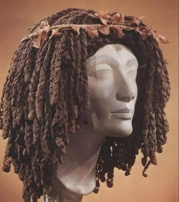 Парик королевы Меритамун 21-й династии Амоса -1040-992 до н. э. в Египте.