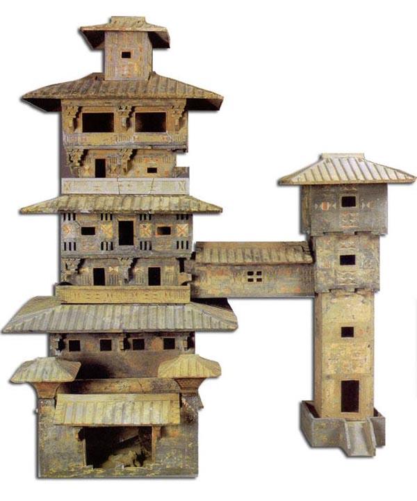 Глиняная модель усадьбы из могилы 1 века н.э., найденная в Китае.