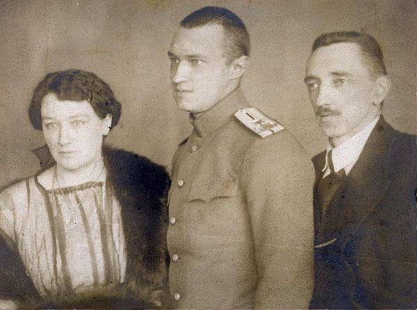 иван Шмелёв с женой и сыном Сергеем