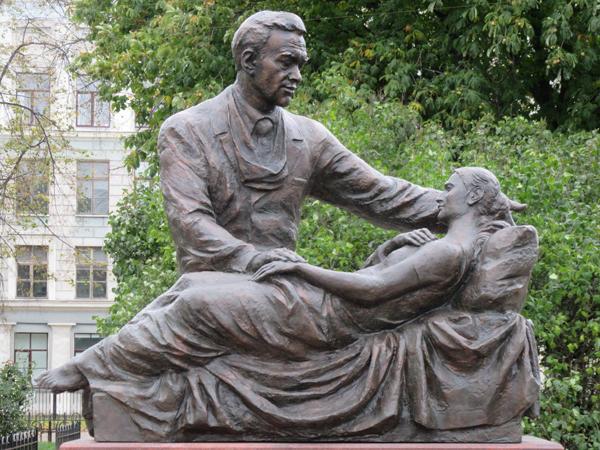 Памятник хирургу Фёдору Углову в Санкт-Петербурге