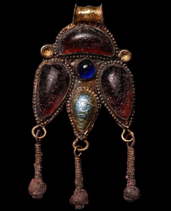 подвеска – часть ожерелья. II в. Некрополь Фронтовое 3